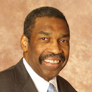 Manchester Bidwell founder Bill Strickland speaks at Thiel College Commencement