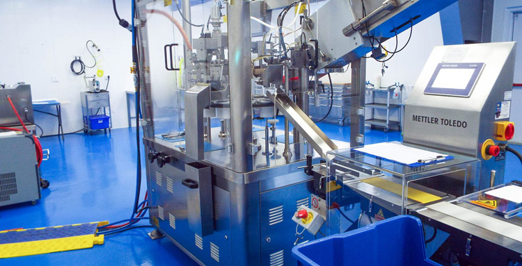 State of the art hot air sealing with integrated Mettler Toledo checkweigher.